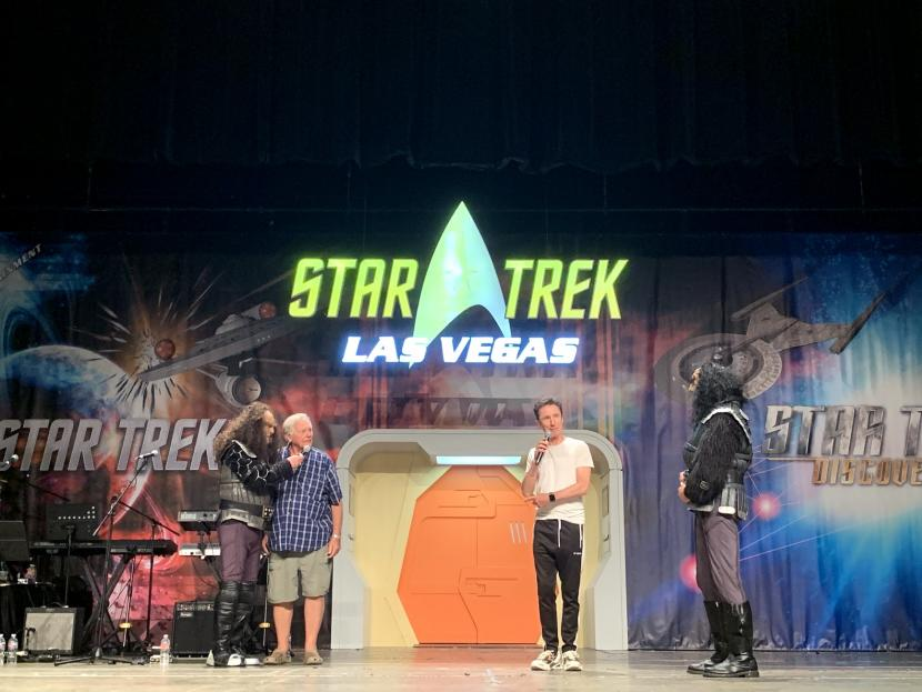 A grand Klingon welcome at STLV